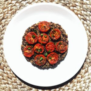 Recette : porridge de quinoa & tomates cerises rôties